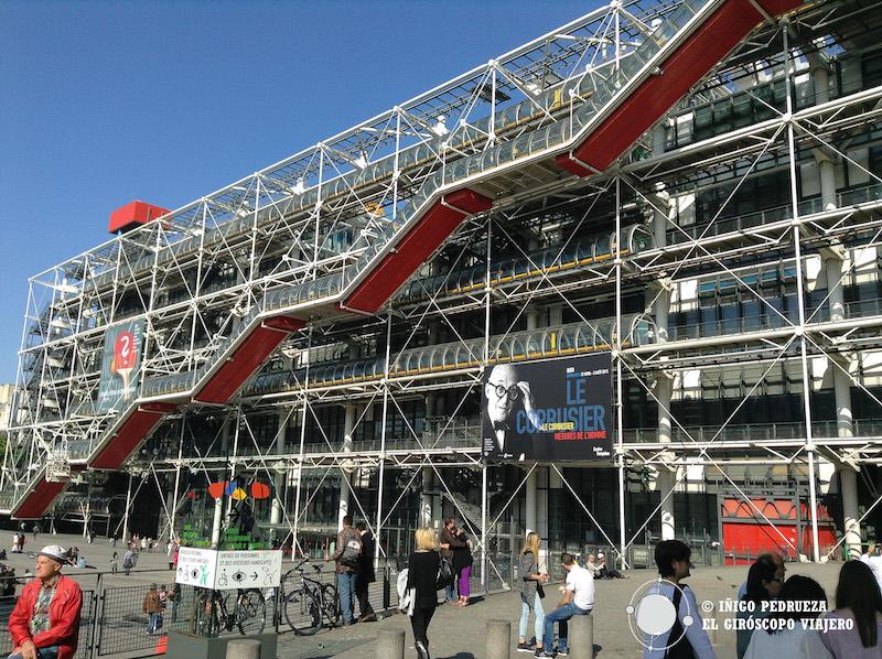 Museo Pompidou en el barrio de Beaubourg. Museo de arte moderno con un planteamiento arquitectónico único.