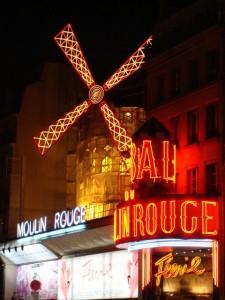 El famoso Moulin Rouge de Pigalle, el barrio del espectáculo en París