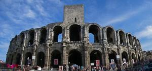 El impresionante anfiteatro de Arles se encuentra en pleno casco antiguo de la ciudad.