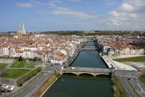 El río Adour se resiste a desembocar en el mar, entre Bayona, Anglet, San Juan de Luz y Biarritz.