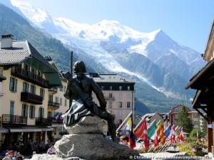 El Mont Blanc domina al fondo el valle donde se encuentra Chamonix. Más allá Italia