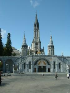 Santuario construido en el lugar donde el mito afirma que apareció la Virgen católica.