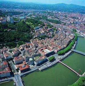 El Ródano, el río que recorre Francia de norte a sue. Lyon reposa sobre el valle.