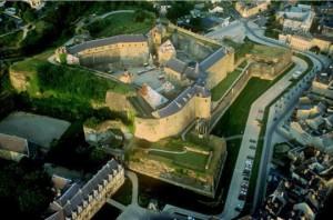 La fortaleza de Sedan domina la ciudad, tantas veces escenario de conflictos, hoy esperanza para la Nueva Europa