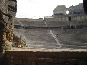 VIsta desde la platea de las gradas del Teatro Romano de Orange