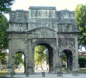El Arco del Triunfo se sitúa a las afueras de Orange