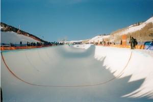 El skate en hielo, y el rocodromo helado, el half-pipe. Numerosas estaciones de los Pirineos y Alpes ya tienen estás instalaciones