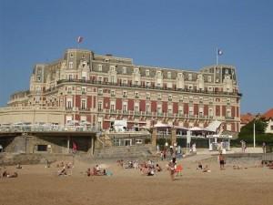 El famoso casino de Biarritz y la playa que verano tras verano atrae a miles de turistas