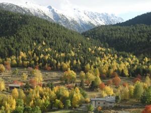 Paisaje del pueblo de Planes en los Pirineos Orientales