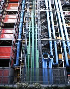 Toda la red de tuberías es extrior lo que facilita que los espacios interiores sean diáfanos y el espacio útil inmenso. Una bicoca para artistas y comisarios de exposiciones.