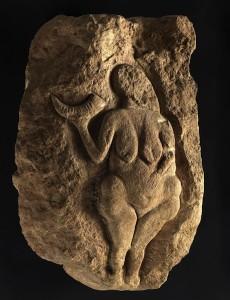 Venus del cuerno del Paleolítico. los fondos prehistóricos y galoromanos del museo son de los mejores de Francia.