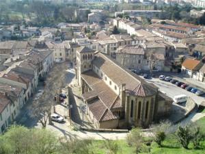 El casco antiguo de Carcasona, La Bastide St Louis, con la catedral St Michel. Se llega a esta zona atresando el Pont Vieux desde la fortaleza medieval.