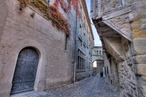 Una calle de la Cité. Cada muro, cada casa podría servir de decorado para las aventuras del Capitán Alatriste!