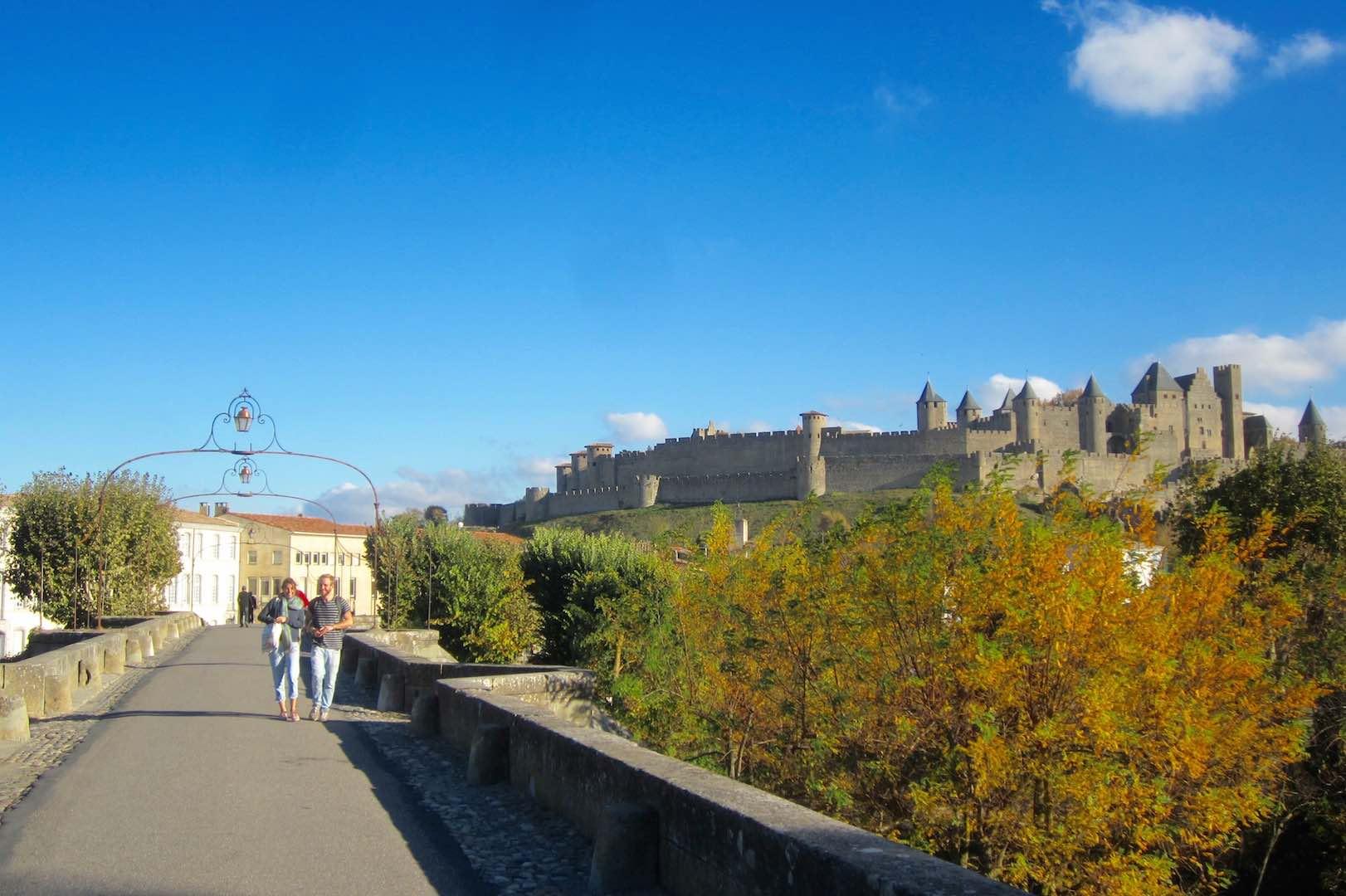 Al fondo, la cité medieval