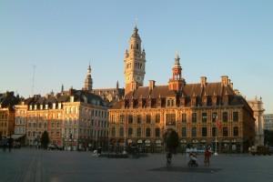 La Gran Plaza de Lille con el edificio de la camara de comercio y su espectacular torre campanario, tan famosa como típica.