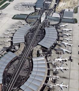 El moderno aeropuerto de Charles de Gaule está muy bien comunicado con el centro de París.