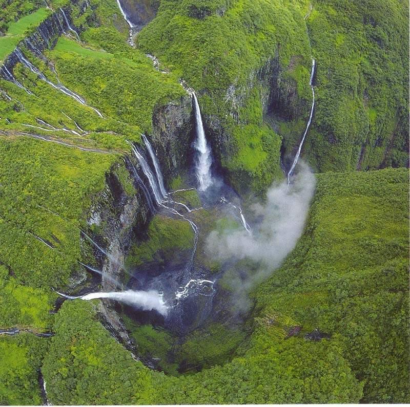 El espectacular Trou de Fer. La erosión ha creado formas escarpadas, un paraíso para los caminantes.