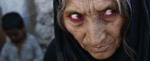 Refugiada afgana en Quetta, Pakistan. Los ojos ya son solo rojizos pozos secos. Fotografía de Alexandra Boulart.