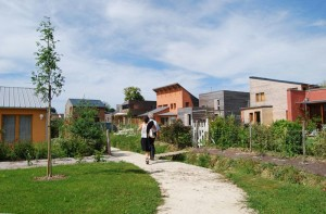 El caso de Bazouges mezcla viviendas unifamiliares y colectivas en un modelo de crecimiento ordenado en una zona periurbana.