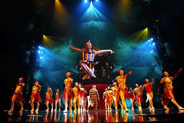 El último espectáculo del maravillos Circo del Sol en París. Señoras y señores, les presentamos: ¡¡ Kooza !!