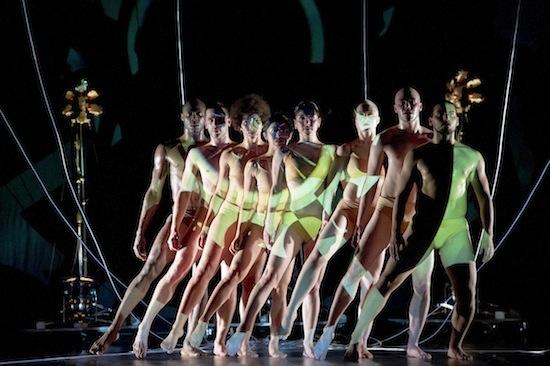 """La bailarina y coreógrafa española Blanca Li presenta en París su nuevo espectáculo """"Robot !""""."""