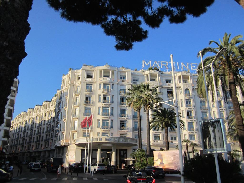 Los espléndidos edificios de la Croisette, en Cannes. © María Calvo.